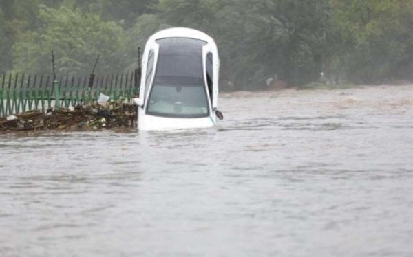 Mercedes-Benz-flooded-in-South-Africa