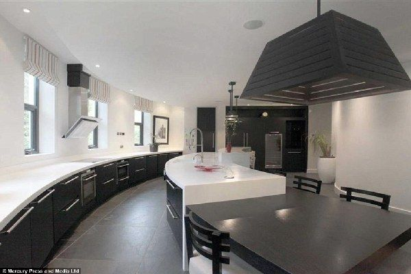Kitchen-of-pogba-mansion