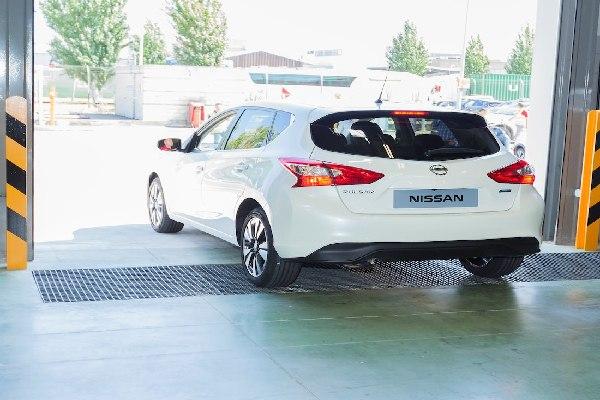 Nissan-Pulsar-of-Andres-Iniesta