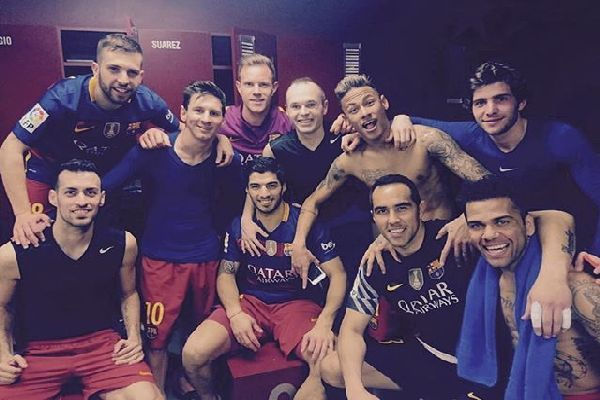 Barca-Footballers-taking-a-picture