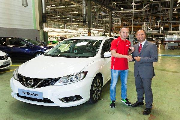 Iniesta-taking-keys-to-his-car