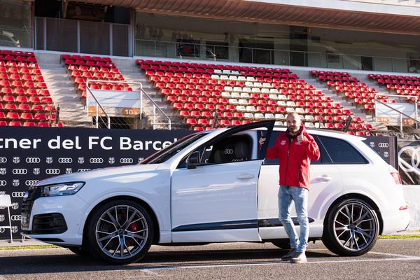 iniesta-and-his-Audi-SQ7
