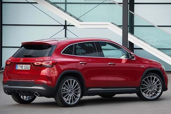 image-of-021-mercedes-benz-gla-35-amg-side-view