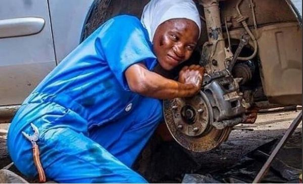 female-nigerian-mechanic-fixing-a-car