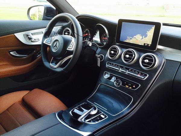 Mercedes-Benz-C300-cabin