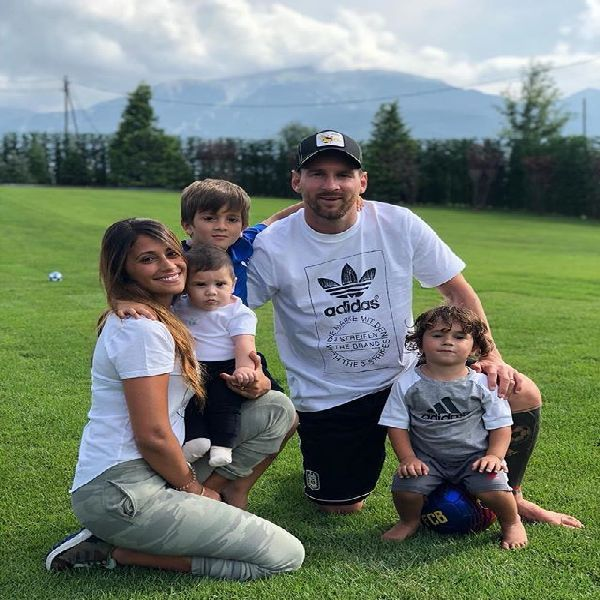 Messi-and-family