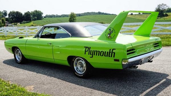 angular-rear-of-the-1970-plymouth-superbird