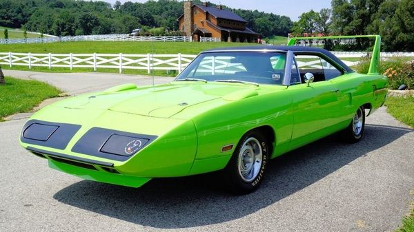 angular-front-of-the-Plymouth-superbird