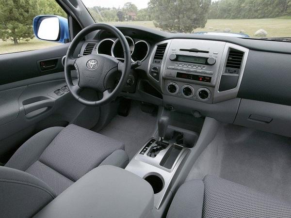 Toyota-Tacoma-2008-interior