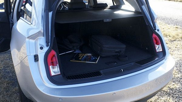 the-open-trunk-of=-the-opel-Insignia