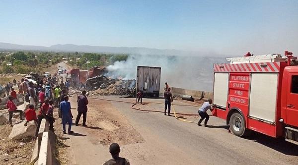 /2-burnt-to-death-as-3-trucks-collide-on-jos-abuja-highway