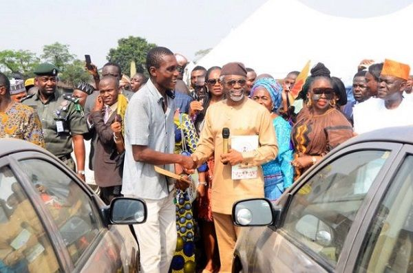 image-of-gbajabiamila-hands-over-a-car-to-another-beneficiary