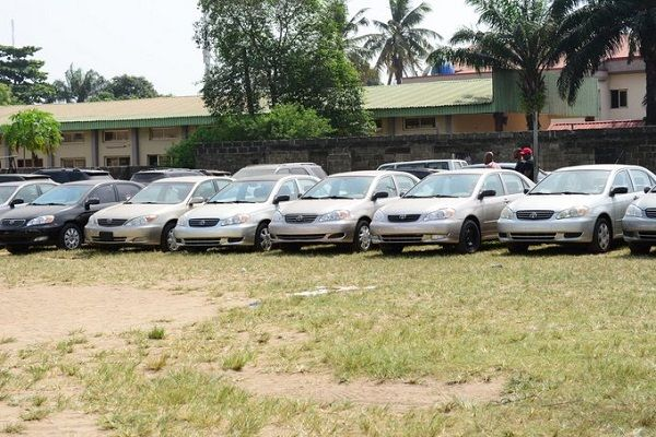 23-saloon-cars-gbajabiamila-distributed-in-surulere-constituency