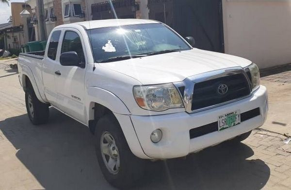 angular-front-of-the-Toyota-Tacoma-white-exterior