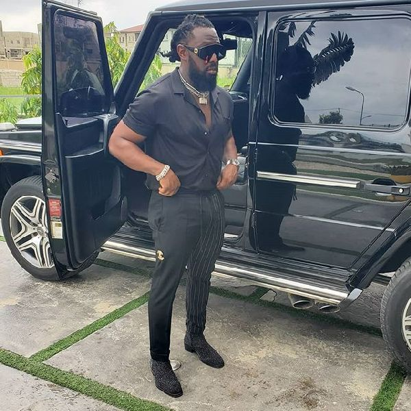 Timaya-posing-by-his-G-Wagon