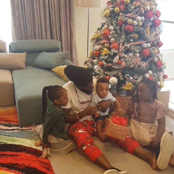 Timaya-with-his-kids