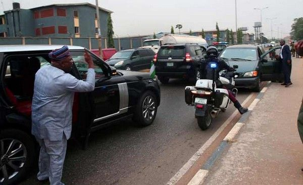 governor-ambode-in-traffic