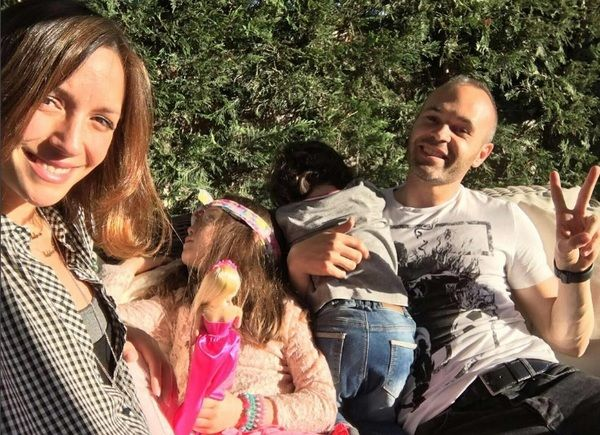 Iniesta-and-his-family