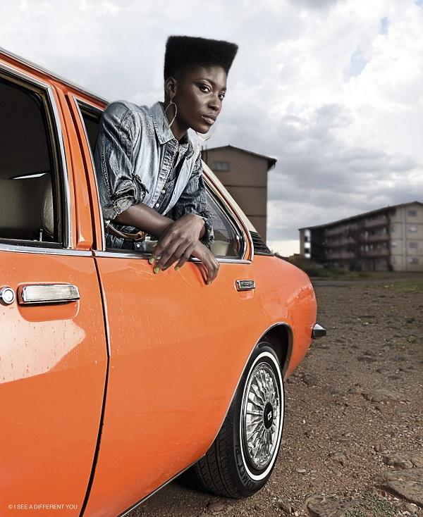 GIRL-INSIDE-VINTAGE-CAR