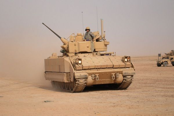 the-M2-bradley-running-on-the-desert