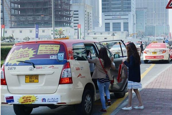 Passengers-boarding-a-Dubai-Taxi
