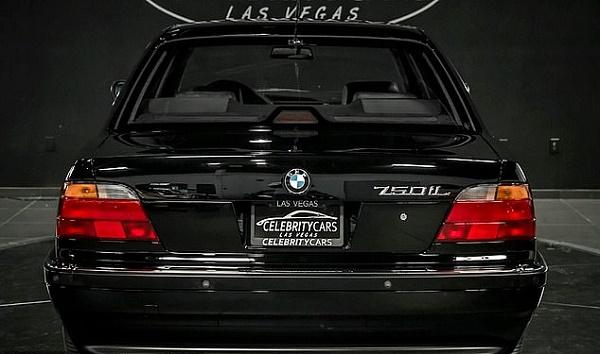 Back-view-BMW-750-Li