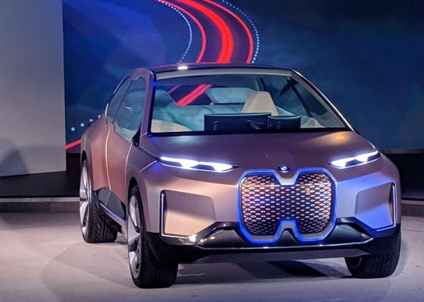 BMW-i-Interaction-Ease-at-a-motor-show
