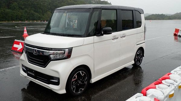 image-of-honda-n-box-on-the-road-angular-front