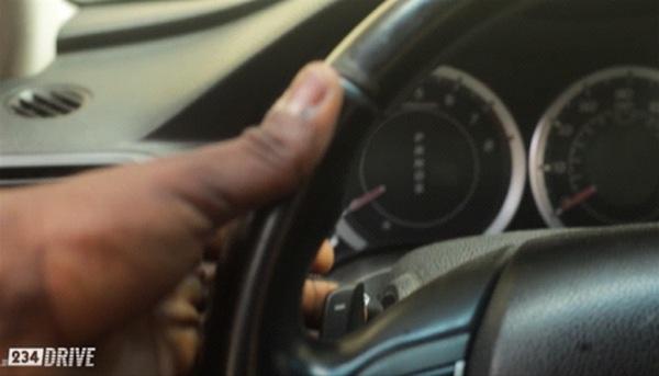 finger-on-the-steering-wheel