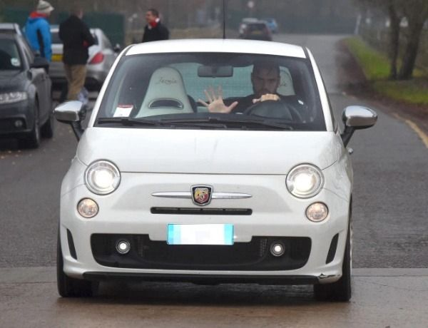 image-of-sergio-romero-keeper-manchester-utd-audi-Lamborghini-wrecked