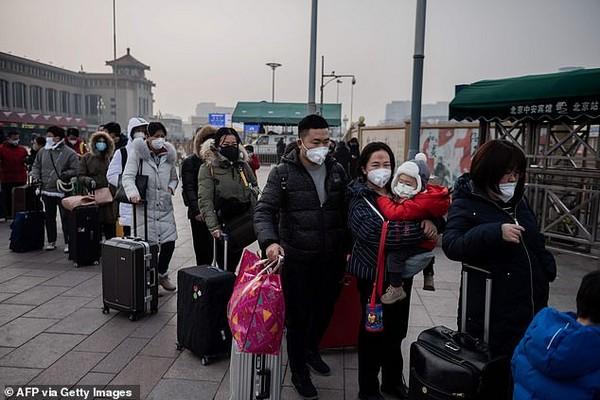 air-travelers-on-queue