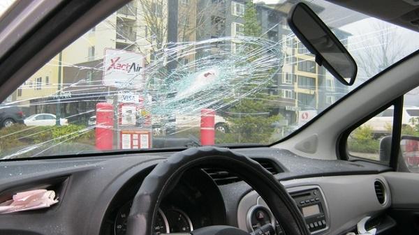 shattered-windscreen