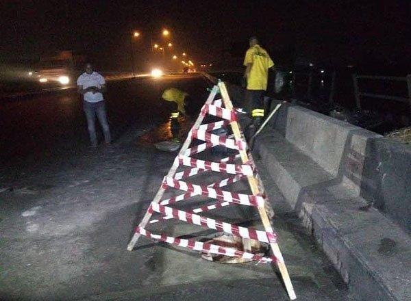 image-of-public-works-action-on-manhole-in-eko-bridge