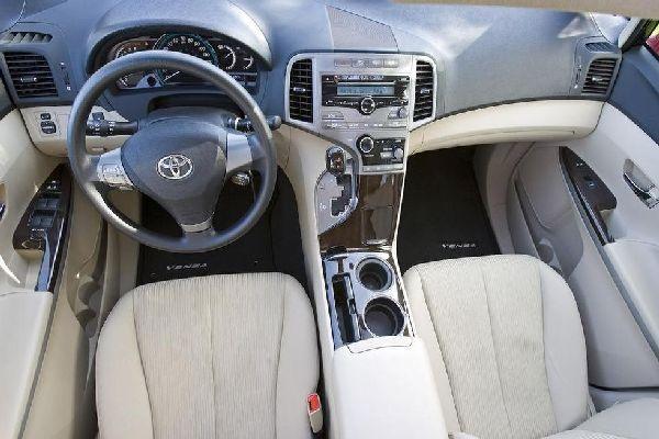 Toyota-Venza-dashboard