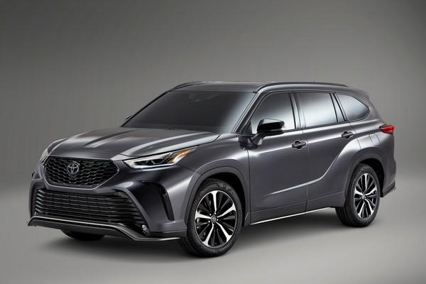2021-Toyota-Highlander-XSE