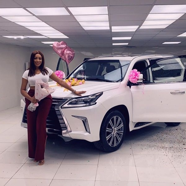 ex-beauty-queen-Dabota -Lawson-and-her-new-car