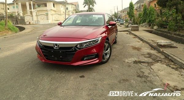 Honda-Accord-2018-on-the-road