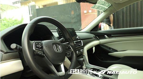 steering-wheel-of-Honda-Accord-2018