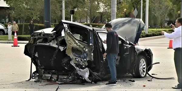 image-of-tesla-model-x-crash-splits-into-2