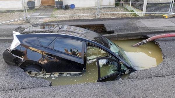 car-inside-sinkhole