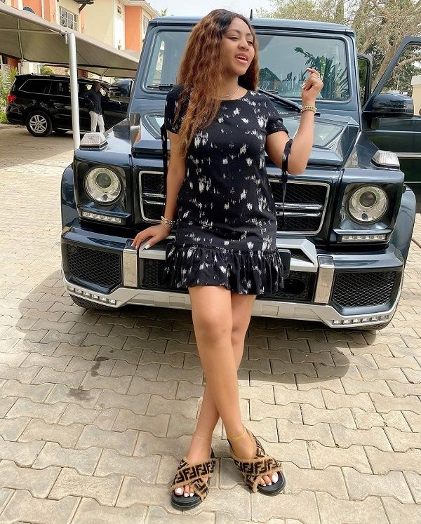 Ned-Nwokos-wife-with-her-mercedes-benz-g-wagon