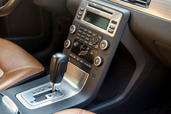 a-hand-gearshift