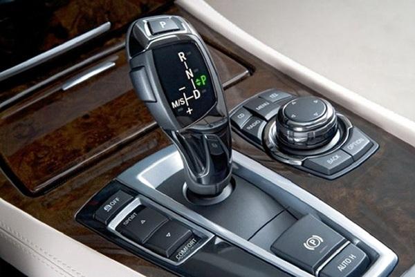car-hand-gearshift