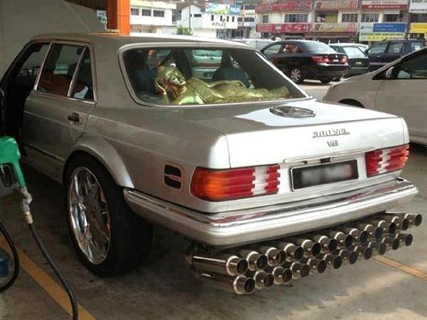 car-with-many-exhaust-pipes