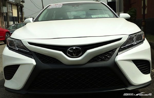 front-end-of-toyota-camry-2018