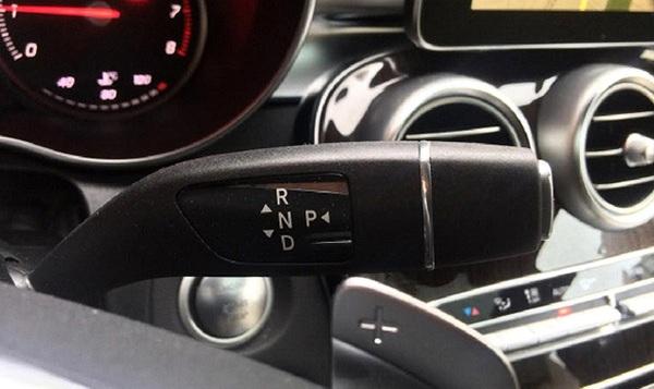 hand-car-gear-shift