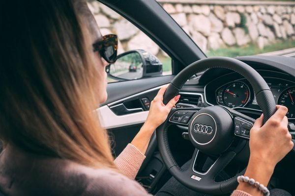 woman-behind-the-wheel