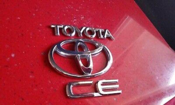 toyota-corolla-ce-trunk-emblem