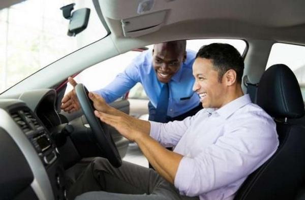 car-salesman-and-buyer