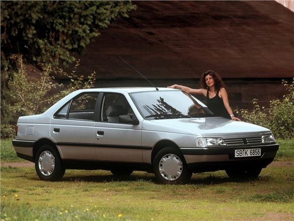 women-poses-with-peugeot-405